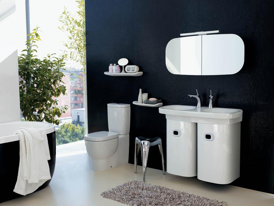 Черно-белая ванная комната с изысканным дизайном
