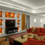 декор стен в гостиной дизайн фото