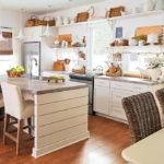 Дизайн белой кухни в элементами хенд мэйд