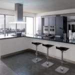 Дизайн белой кухни в холодных тонах
