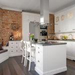 Дизайн белой кухни в интерьере лофт