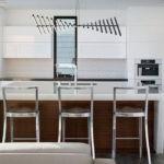 Дизайн белой кухни в интерьере модерн