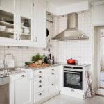 Дизайн белой кухни в общем стиле интерьера