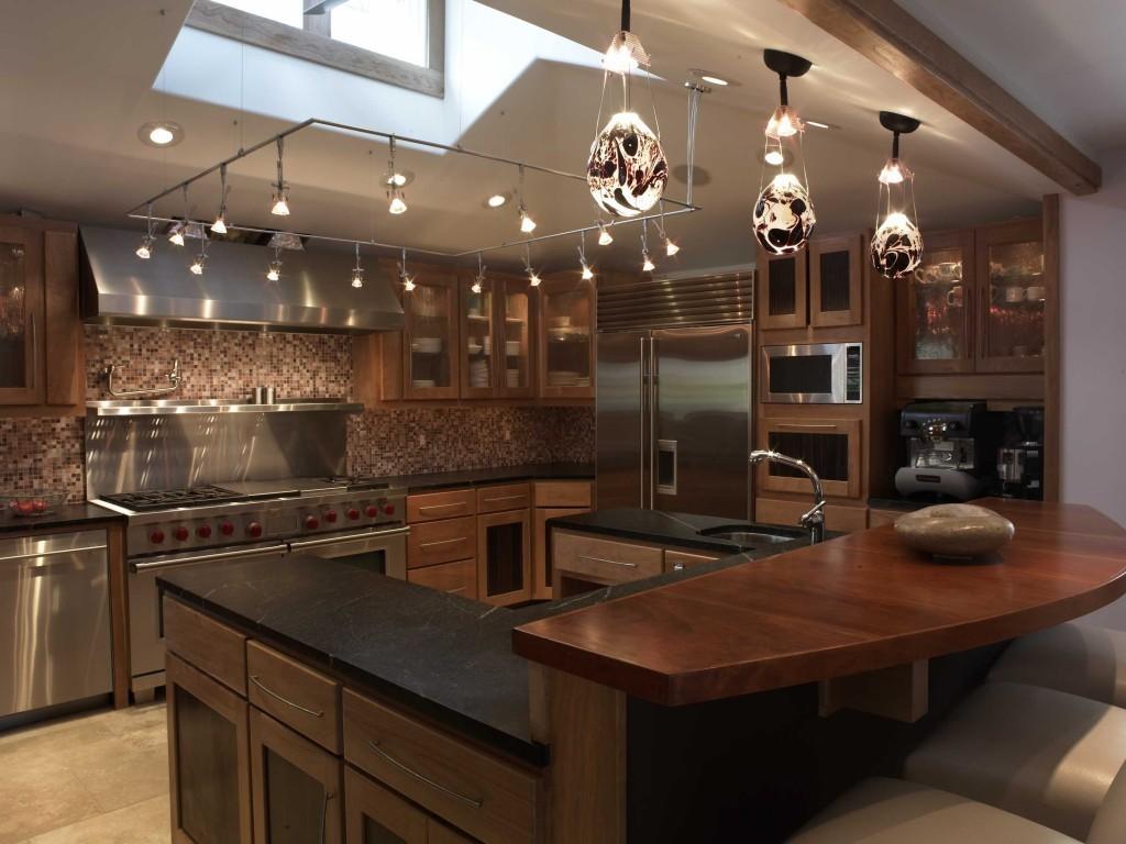 дизайн большой кухни с гарнитуром