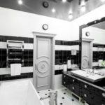Дизайн ванной комнаты в глянцевом стиле в черно-белых тонах