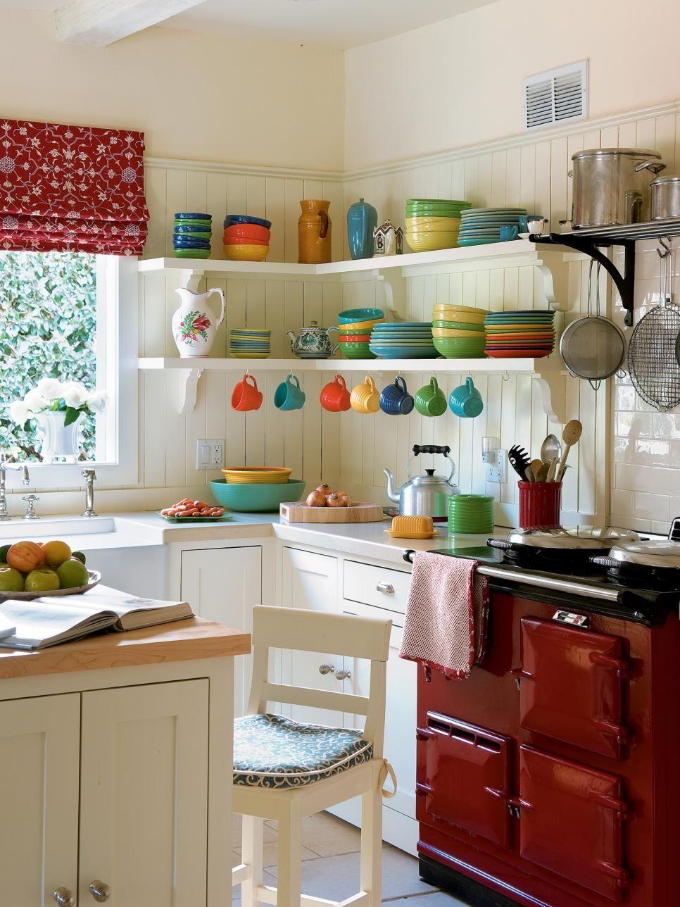 Интерьер белой кухни с гармоничным сочетанием цветов