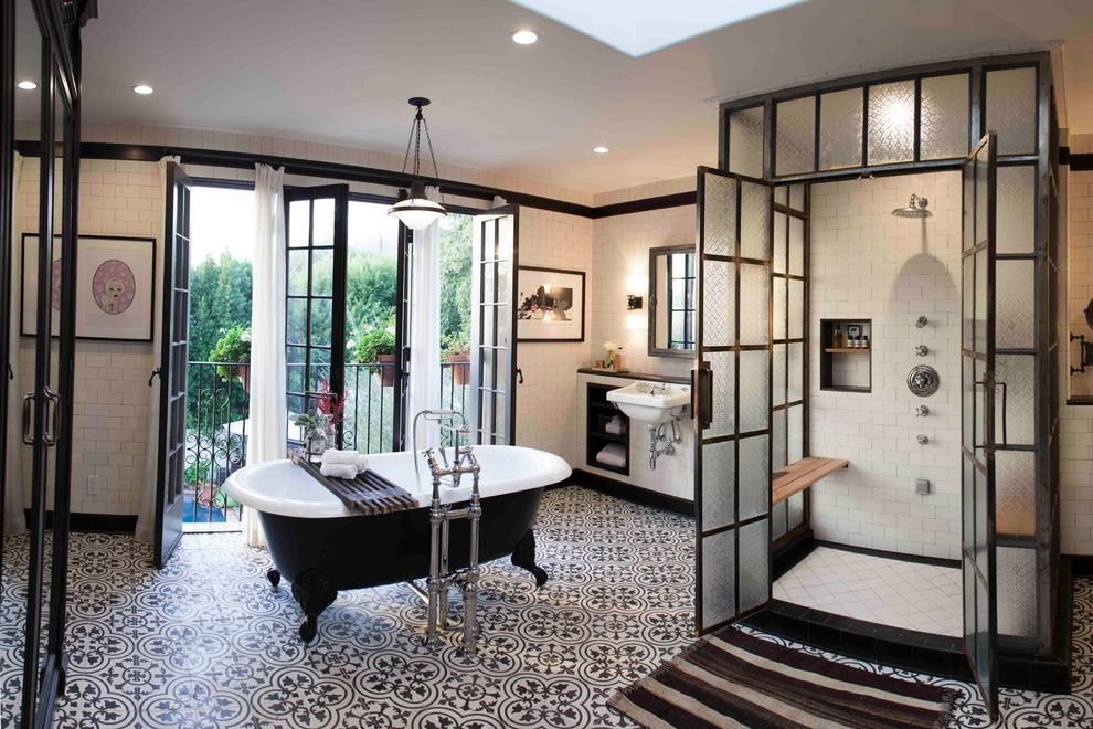 Ванная комната черно-белого цвета классика