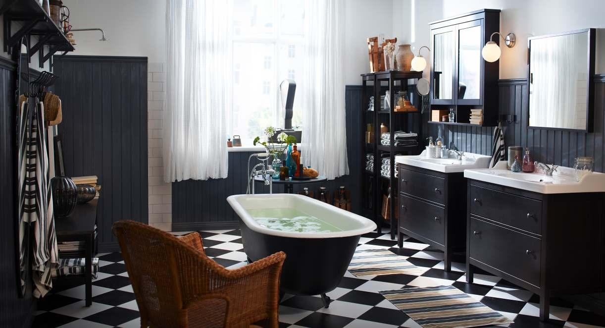 Ванная комната черно-белого цвета винтаж