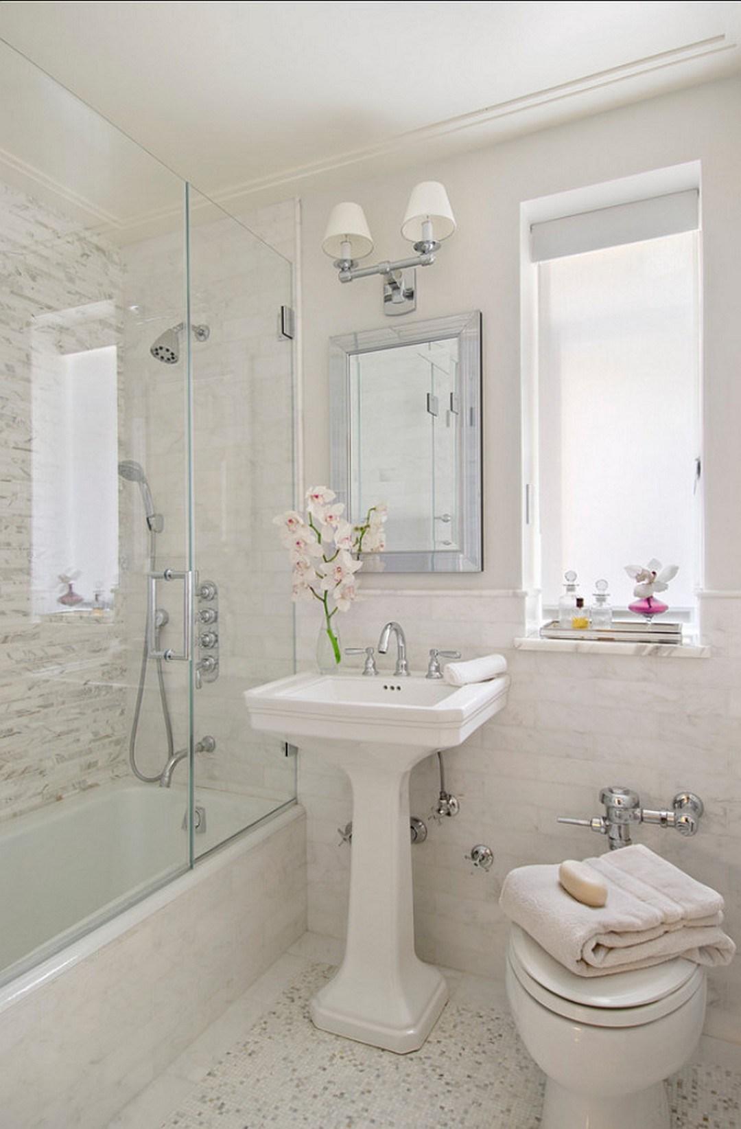 Белая ванная комната маленьких размеров