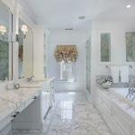 Белая ванная комната мрамор в классическом силе