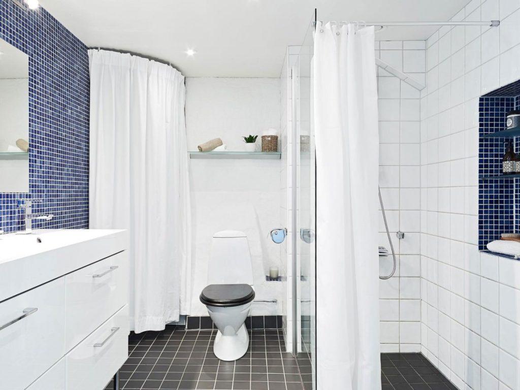 Белая ванная комната скандинавский стиль и синий