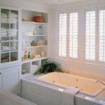 Белая ванная комната стиль кантри