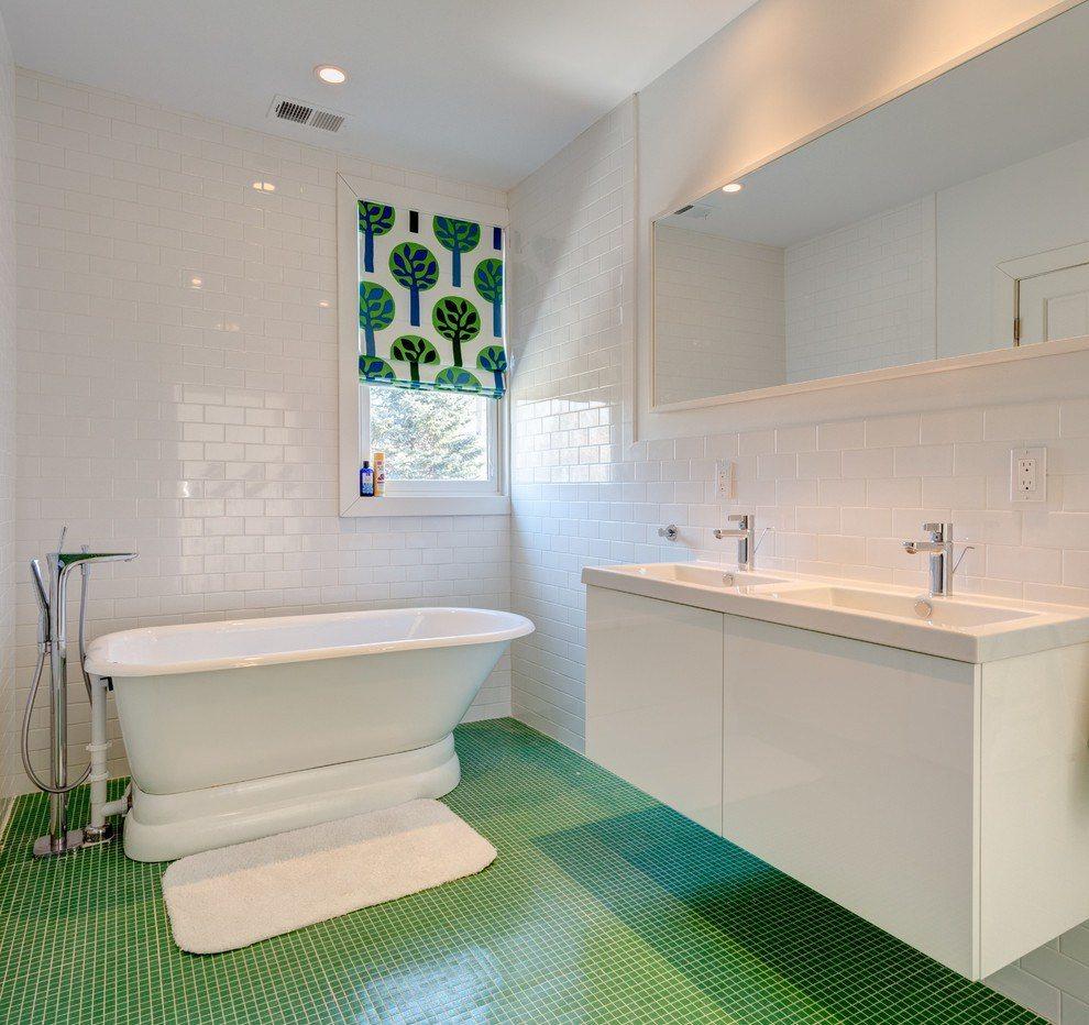 Белая ванная комната в комбинации с другими