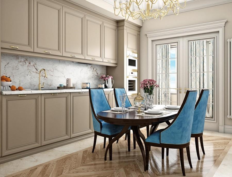 Бежевая кухня и стулья с голубой обивкой