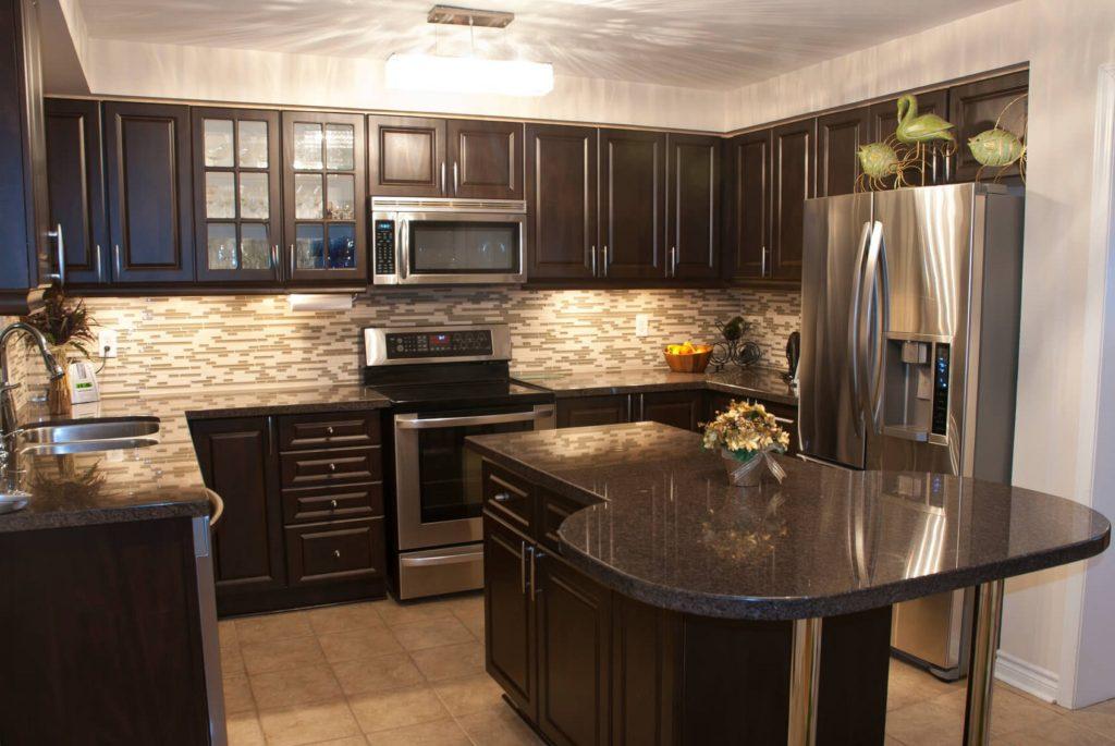 Бежевая кухня коричневый цвет