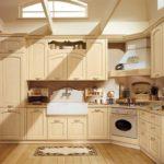 Бежевая кухня с классическим гарнитуром