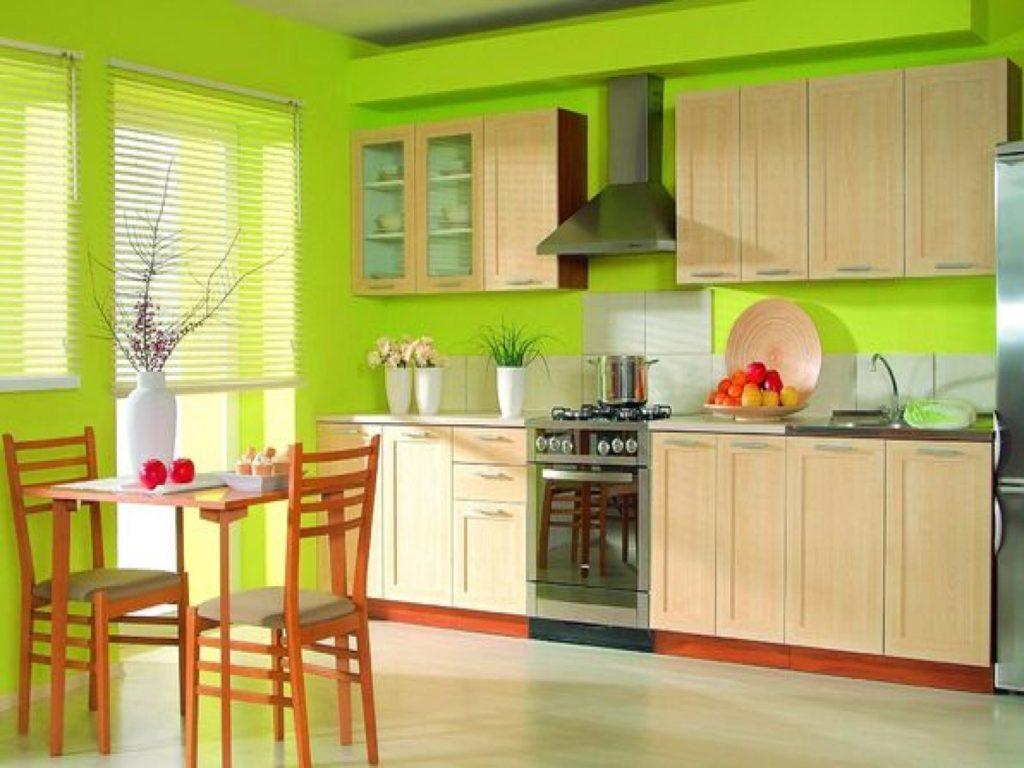 Бежевая кухня зеленый цвет