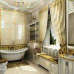 Большая ванная комната классика кафель и гардины