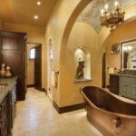 Большая ванная комната кофе с молоком