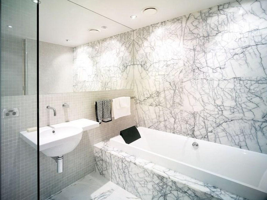 Большая ванная комната мрамор на полу и стенах