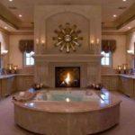 Большая ванная с камином