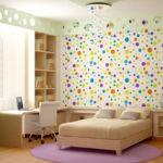 Декор детской комнаты обои с разноцветными шарами