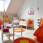 Декор детской комнаты оранжевые круглые коврики