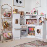 Декор детской комнаты с игрушечной кухонной зоной