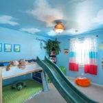 Декор детской комнаты жираф и небо в потолке