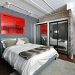 Декор спальни красное на сером