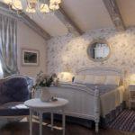 Декор спальни стиль прованс с комбинированными обоями