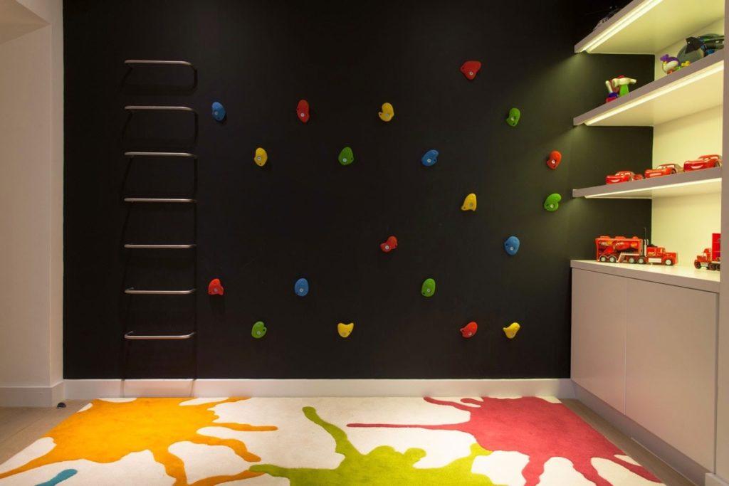 Декор в детской комнате немного черного