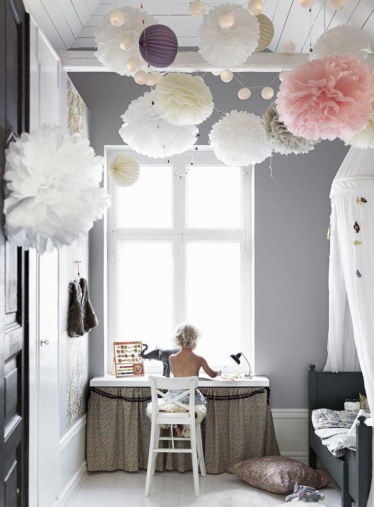 Декор в детской комнате помпоны на потолок