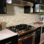 Декоративный камень из гипса на обычной кухне