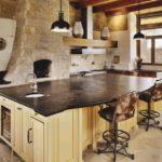 Декоративный камень на кухне фальш-печь
