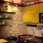 Декоративный камень на кухне фартук из гипса