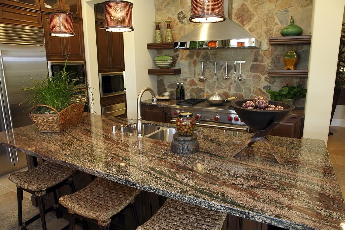 Декоративный камень на кухне с зеленью