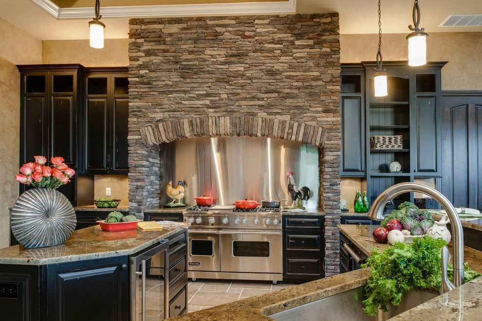 декоративный камень в отделке кухни плита