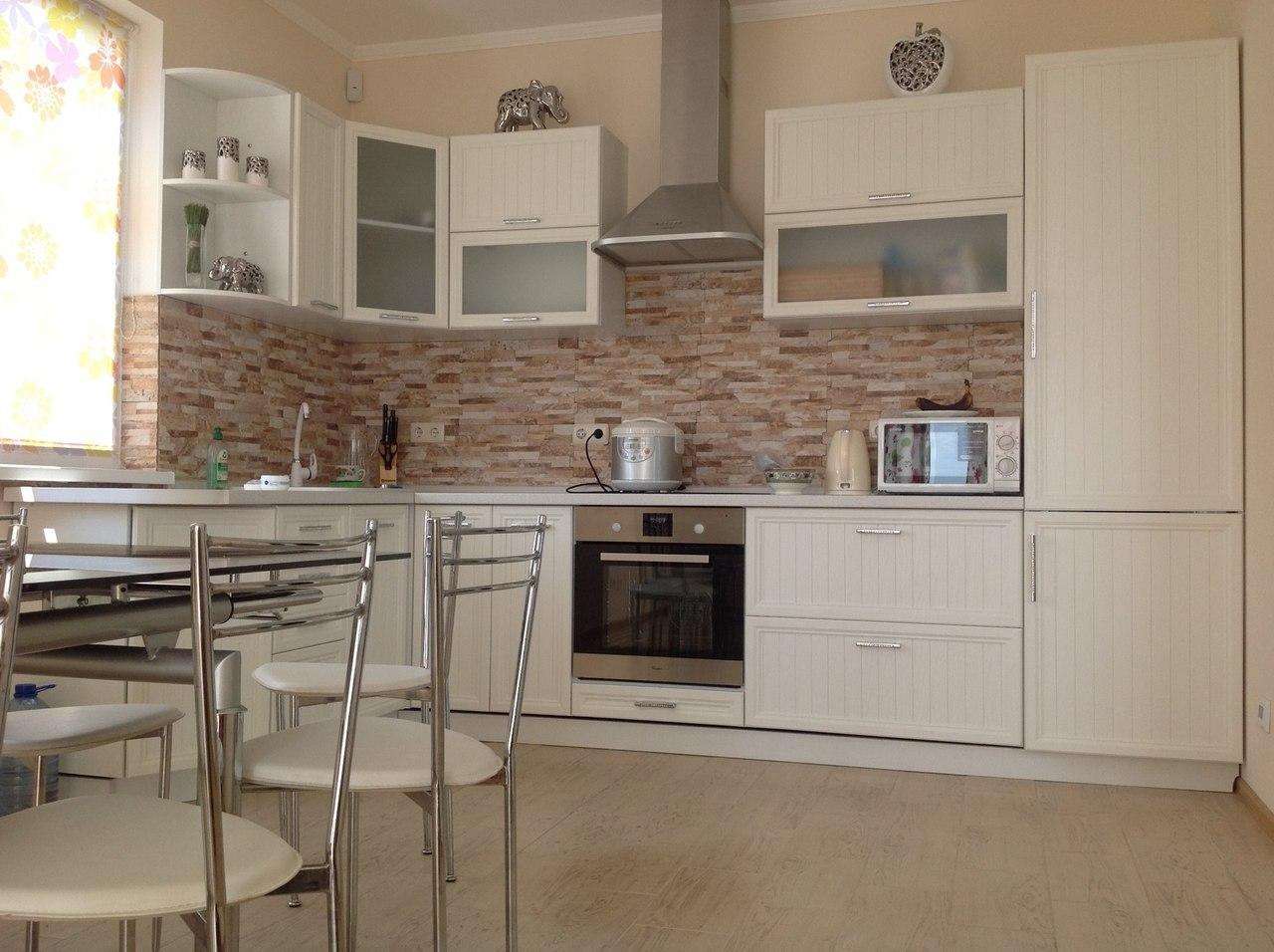 декоративный камень в отделке кухни уборка