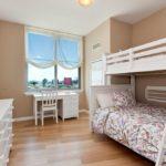 Дизайн детской комнаты для двух разнополых детей с комодом