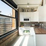 Дизайн кухни в современном стиле в студии лофт