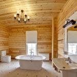 Дизайн ванной комнаты в частном доме евровагонка и белый кафель