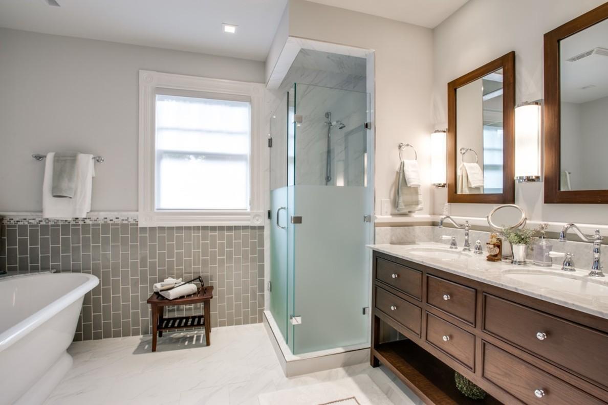 Дизайн ванной комнаты в частном доме с мебелью