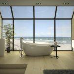 Дизайн ванной комнаты в частном доме с панорамой на берег моря