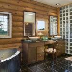 Дизайн ванной комнаты в частном доме сруб и глянцевый кафель