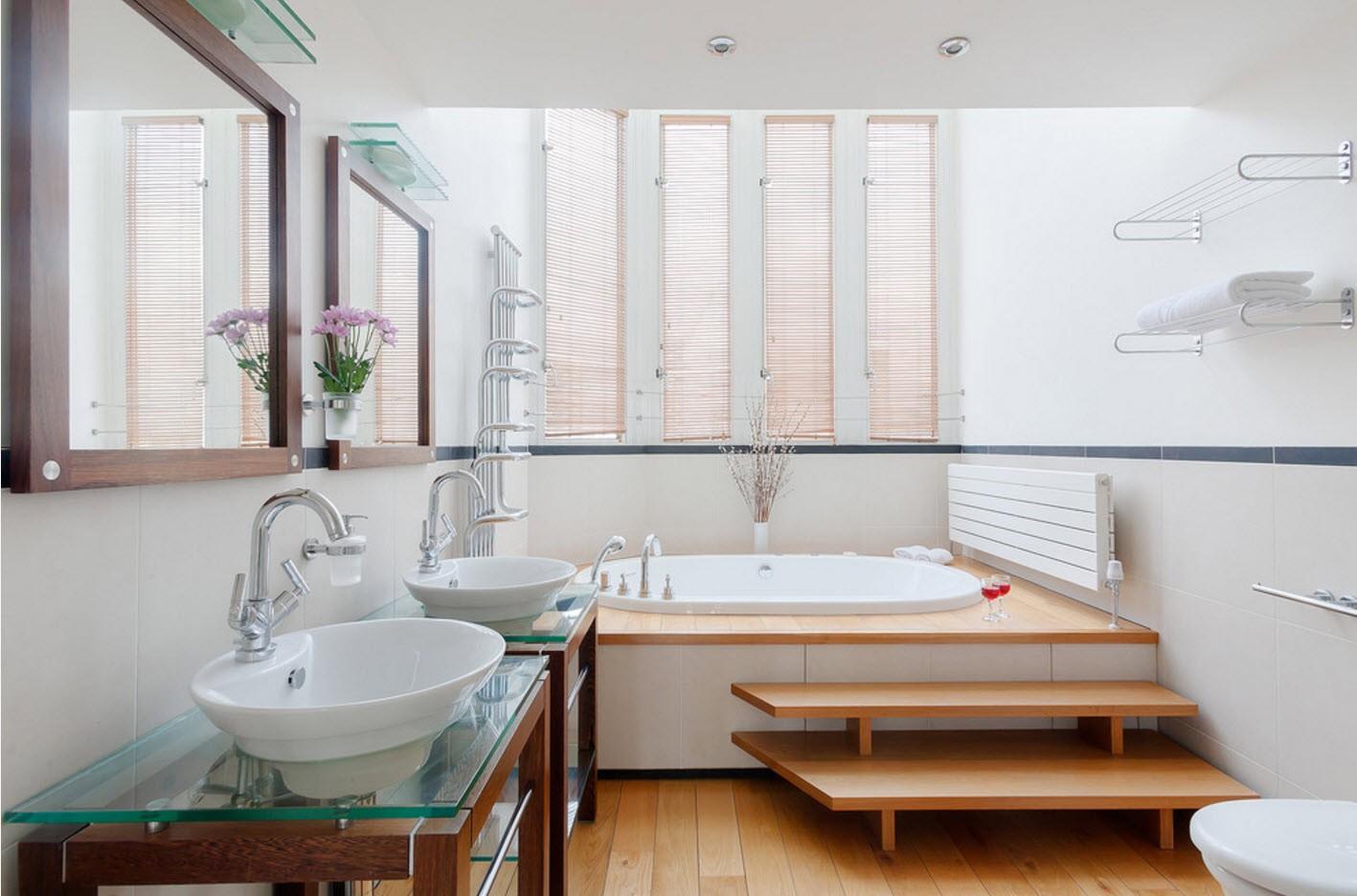 зеркала и полки в ванной