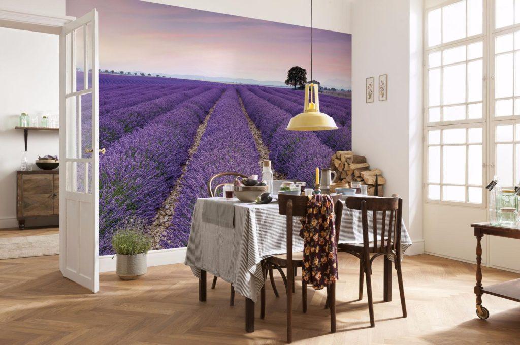 Фотообои в интерьере кухни из флизелина более реалистичны