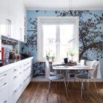 Фотообои в интерьере кухни как фон для окна