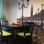 Фотообои в интерьере кухни лофт в городской квартире