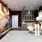 Фотообои в интерьере кухни на всю стену с подсветкой